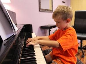 boy_piano